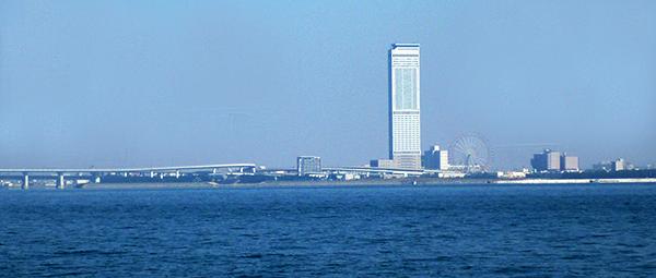 散骨海域に近い関空近くの海からみた大阪